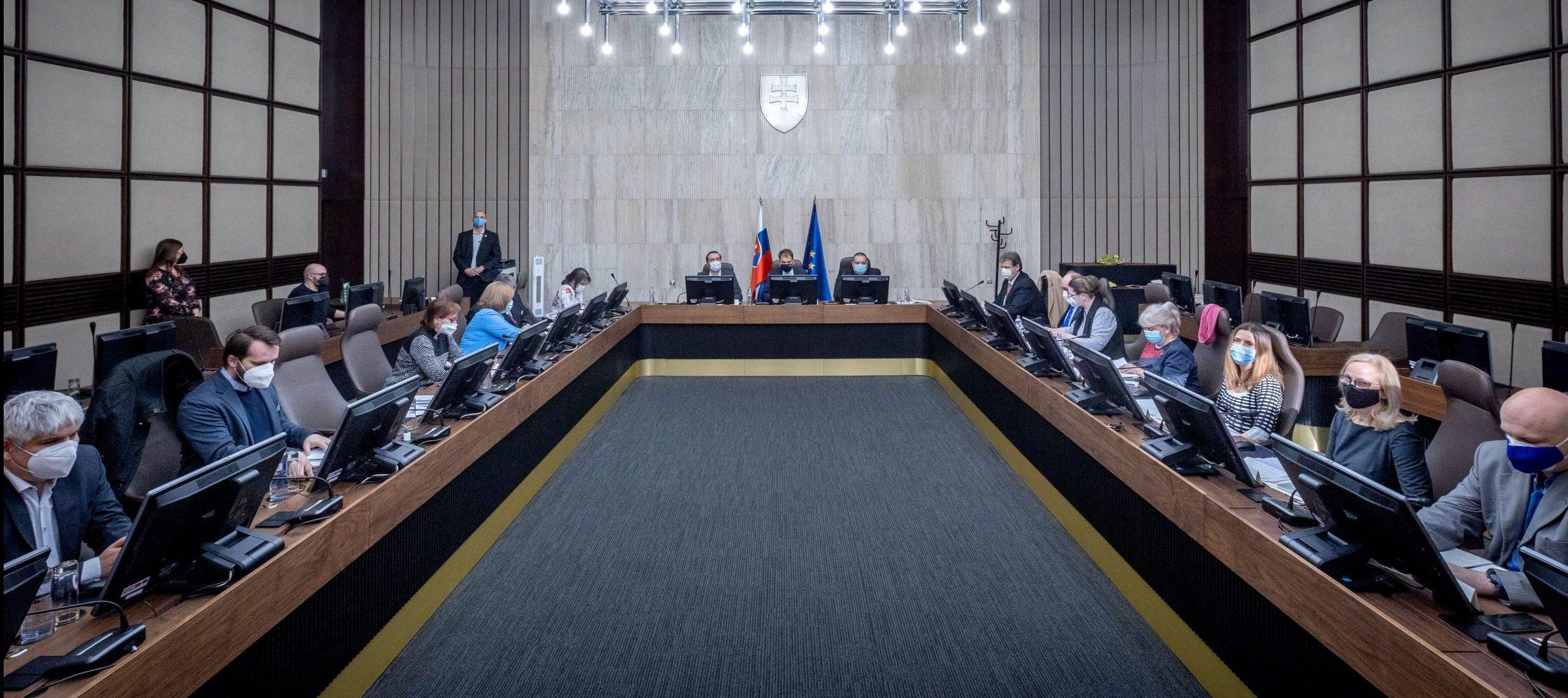 Okrúhly stôl vláda vedci Vladimír Krčméry Pavol Čekan Igor Matovič Marek Krajčí Ján Mikas